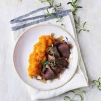 Langtidsstegt spidsbryst med rosmarin & kartoffel-græskarmos