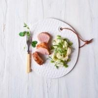 Grillet mørbrad i baconsvøb & kartoffel-bønne-salat