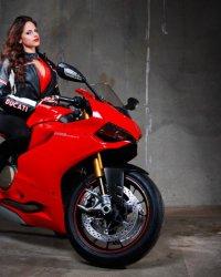 motorcycles-ducati-1199-cool-girl-model-motorcyclist-sportbike-1024x768