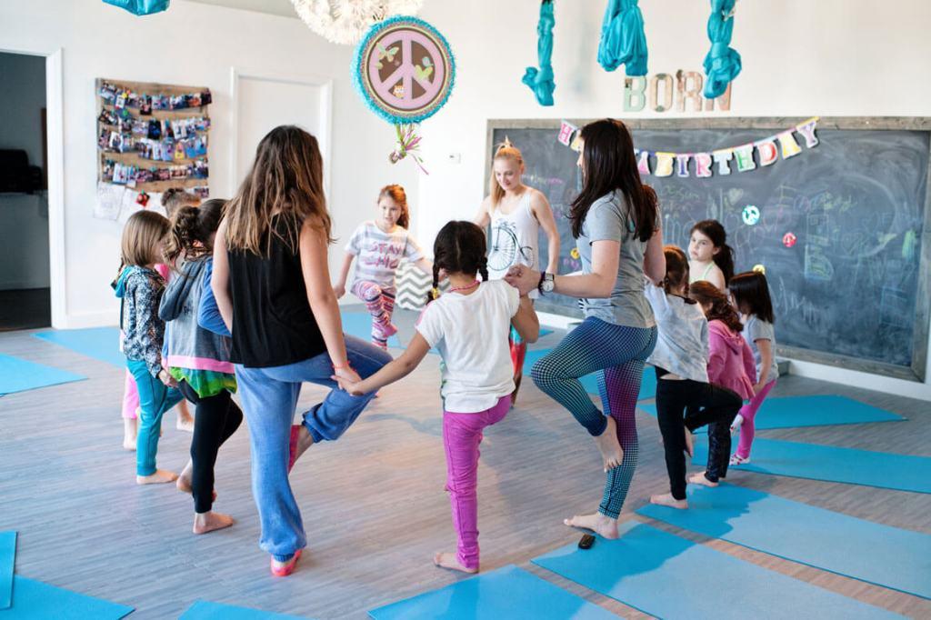 born-yoga-birthday-party-4