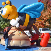Bee-on-Hive-Character-Inflatable-Thumb