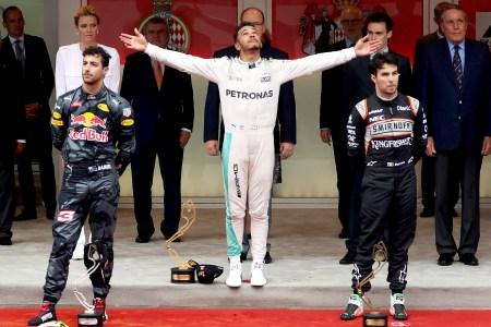 Hamilton snatches victory after Red Bull bins Ricciardo's win