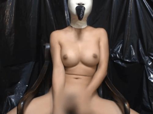 高沢沙耶がラバー製の全頭マスク着用でシビアンオナニー。呼吸制御された窒息状態でのオナニー。