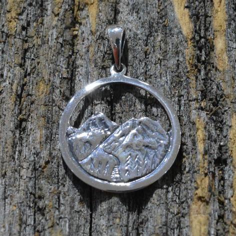 jewelry-pendant-mountain