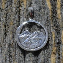 jewelry-pendant-mountain
