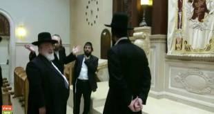 הרב אליהו אבא שאול בבית הכנסת המפואר של ברסלב