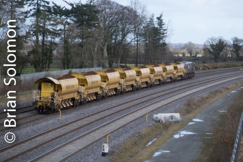 And there it goes! Soon the HOBS will be stabled in the old Guinness sidings at Heuston. FujiFilm X-T1 photo.