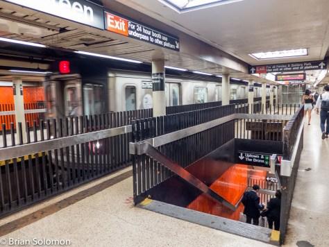 NYC_subway_Bowling_Green_P1490719
