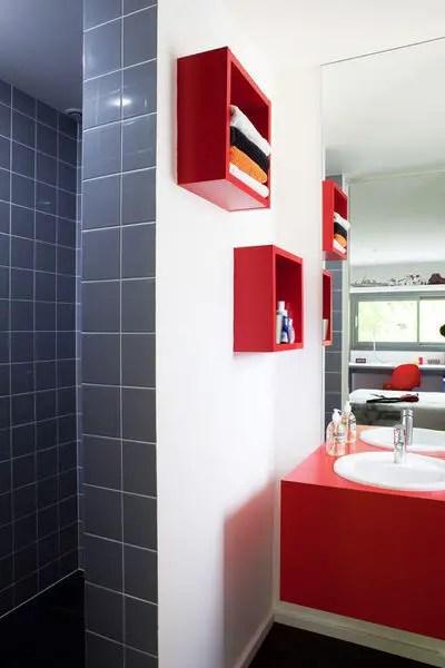 salle de bain rouge blanc et gris Choisir la couleur de la salle de bain   21 Idées de couleurs