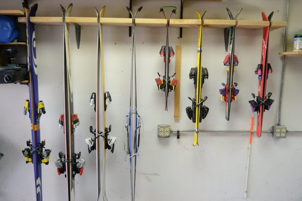 Garage ski storage diy or prebuilt for Rack rangement garage