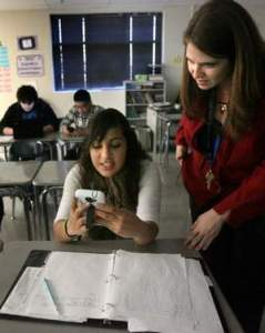 Teacher Student Smartphnoe in Class - The Tennessean