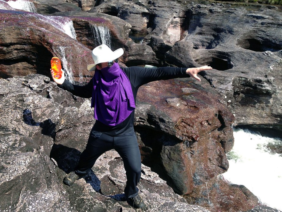 Posing like a FARC guerrilla next to the Caño Cristales River