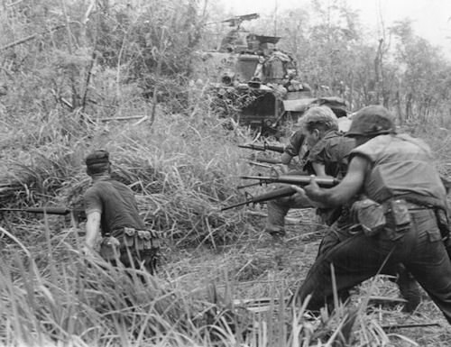 640px-U.S._Marines_in_Operation_Allen_Brook_(Vietnam_War)_001
