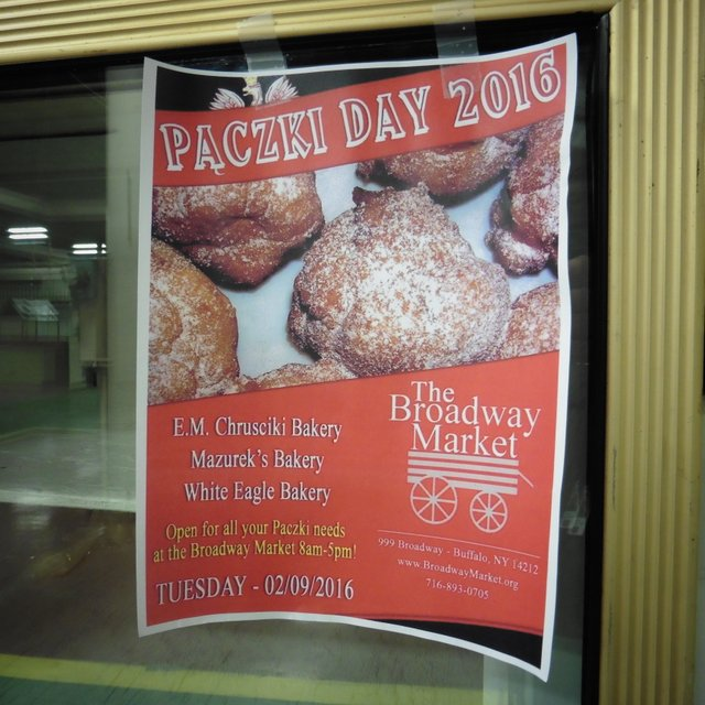 Pączki Day at the Market