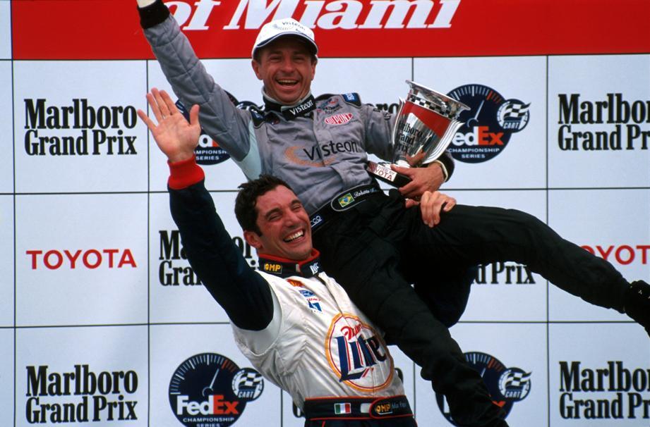 Moreno celebra vitória em Miami com Max Papis, em 2000.