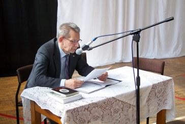 Sekretarz Rady Ochrony Pamięci Walk i Męczeństwa w Gimnazjum im. Orląt Lwowskich w Brzegu