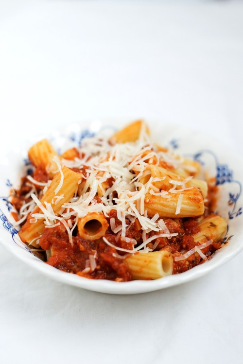 Rigatoni with Spicy Ground Turkey Ragu | bsinthekitchen.com #dinner #bonappetit #cookthecover #bsinthekitchen