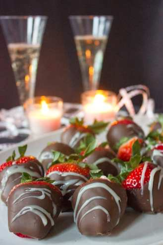 Chocolate Covered Strawberries For Christmas