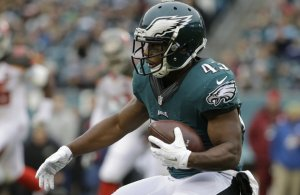 Eagles Darren Sproles sign one year contract extension