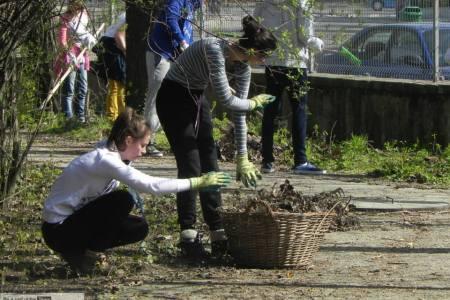 Gradina Botanica are nevoie de voluntari pentru curatenia de primavara. Cine vine in week-end?
