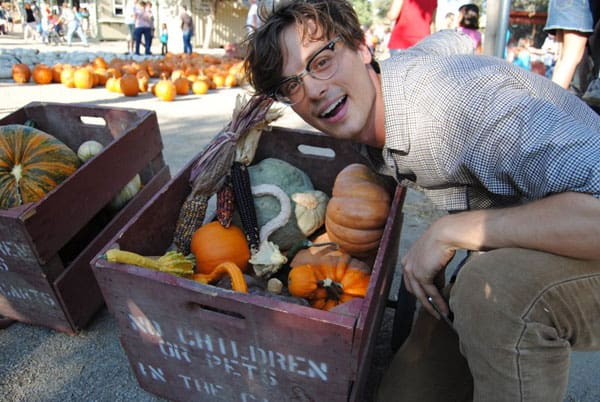 matthew-gray-gubler-pumpkin-picking