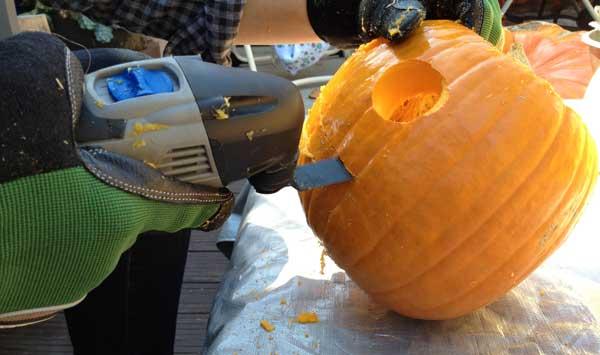 pumpkin-carving-oscillating-cut