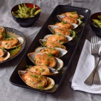 Baked Mayo-Cheese Mussels