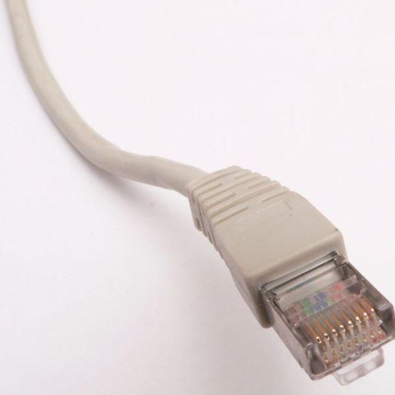 650px-Ethernet_RJ45_connector_p1160054