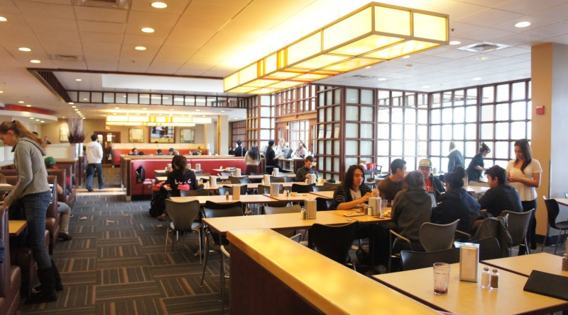 Students lounge and eat in Warren Dining Hall. | Photo by Gabriela Fernadez