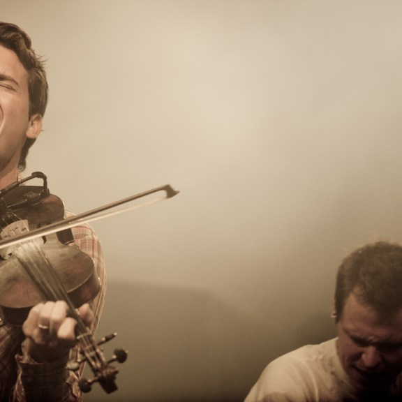 Ketch Secor, of Old Crow Medicine Show, performing at Cirque Royal Bruxelles | photo courtesy of Photopin via Flickr user Kmeron