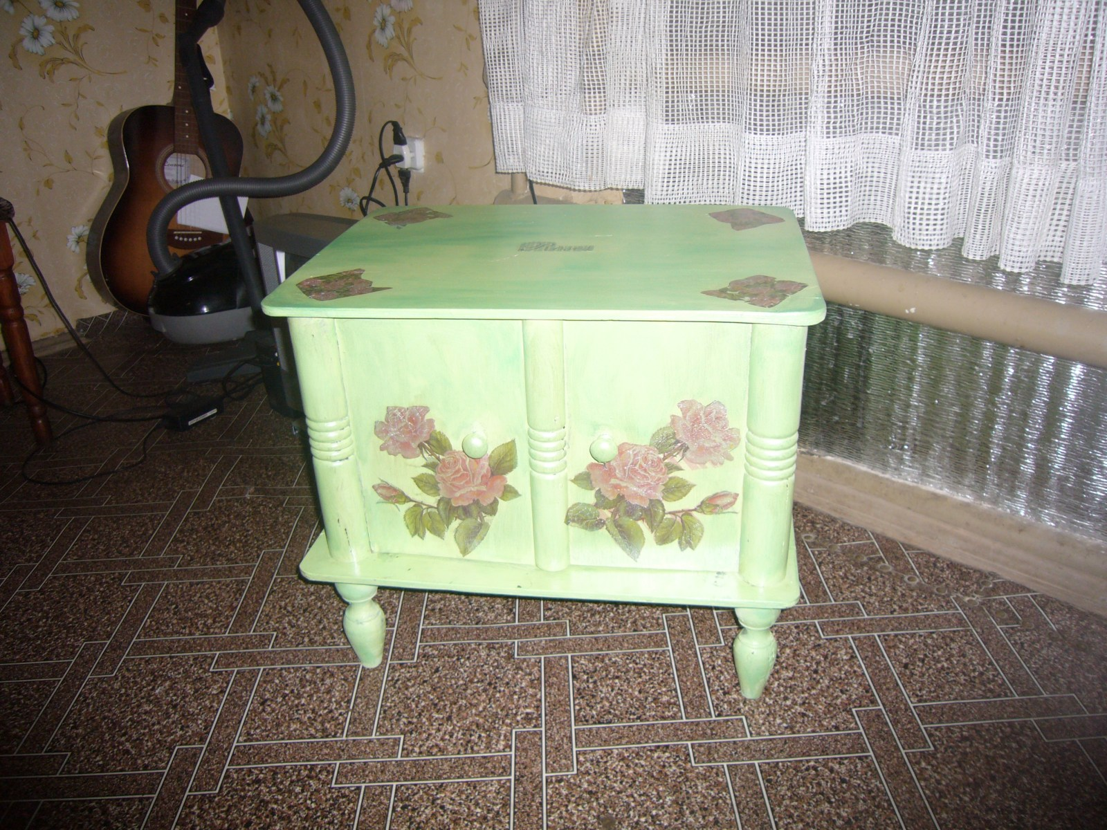 Decoupage furniture ideas how to decoupage techniques for Cadlow mural world