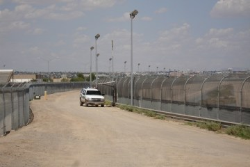 Obama sends a team to the border to assess the need for the National Guard