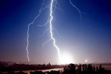 One dead and eight injured in L.A. during freak lightning strike