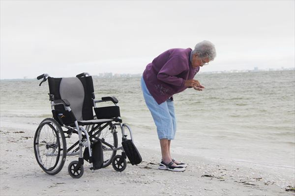90-year-old-woman-road-trip-cancer-treatment-driving-miss-norma-21_R