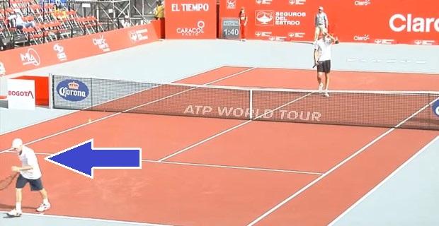 画像 テニス試合後、負けた選手が握手せずに走り去る→理由がわかって大歓声!