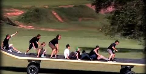 世界一大きいスケートボードは大人が9人乗っても大丈夫(゚Д゚)エッ!?