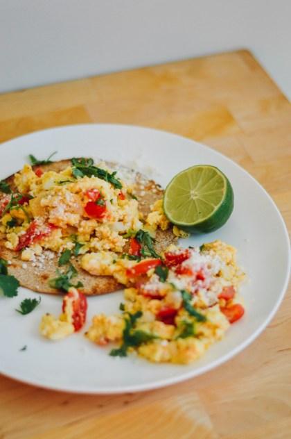 Easy recipe for Ten Minute Breakfast Tacos / bygabriella.co @gabivalladares