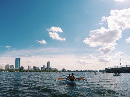 3 helpful tips for your first time kayaking in Boston / bygabriella.co @gabivalladares