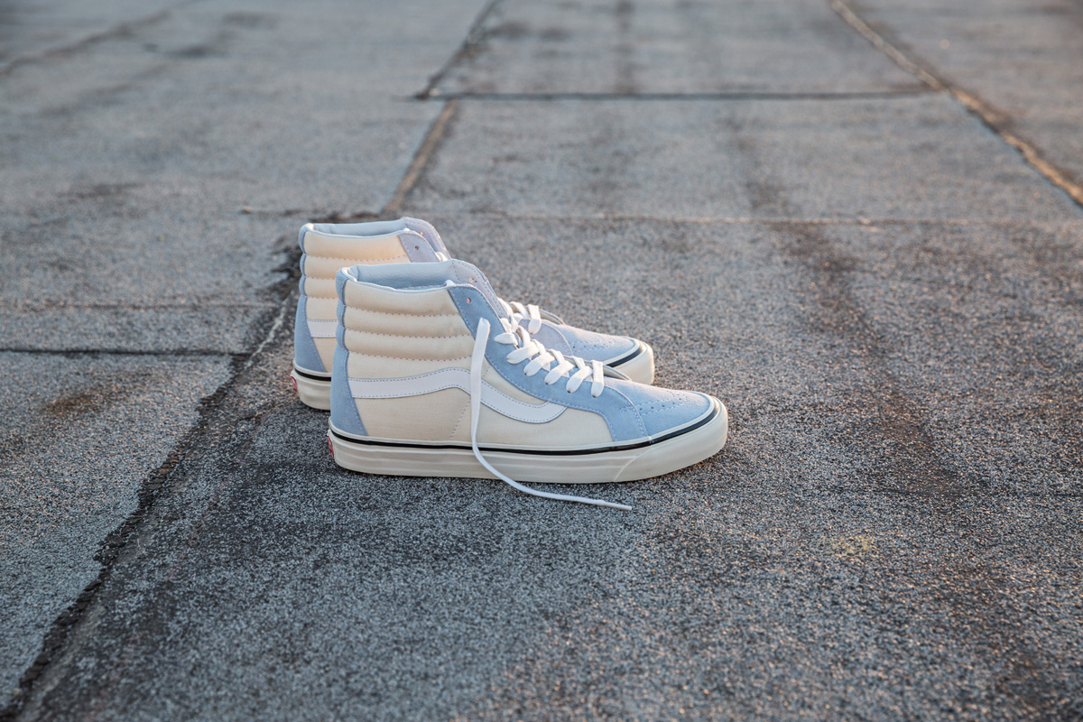 sp17_classics_vn0a238gfna5_sk8-hi38dx-anaheimfactory-lightblue-white_elevated