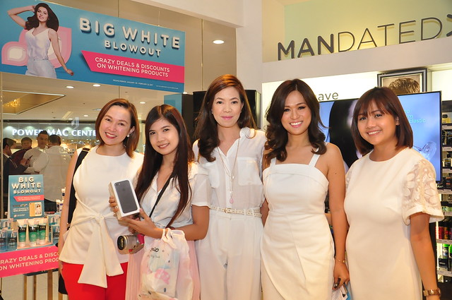 Watsons Team with Valerie Tan and Winner of iPhone 7 Nina Nuguid