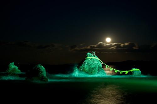 Meotoiwa with full moon
