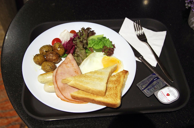 breakfast at aerotel singapore