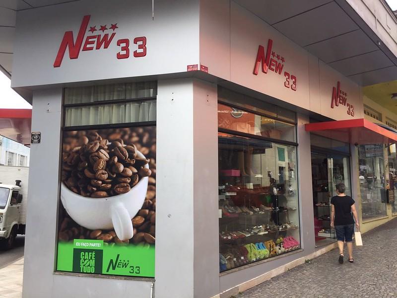 Empresas participantes do Café com Tudo entram no clima e decoram vitrines