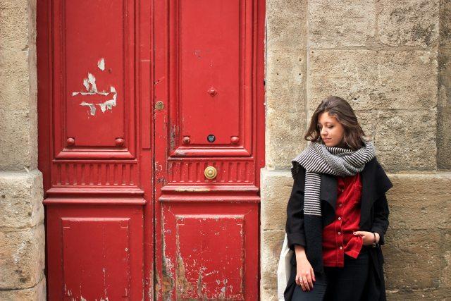 7-chemise-rouge-tenue-noir