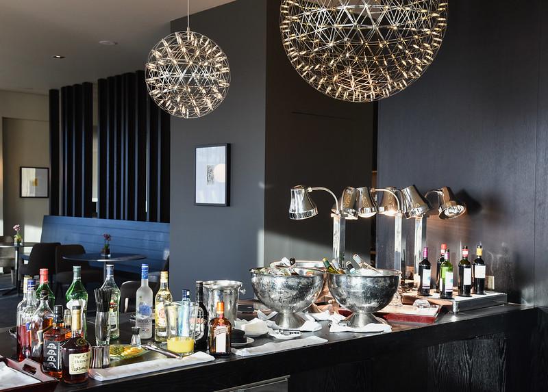 pre-dinner drinks at the club lounge - intercontinental malta