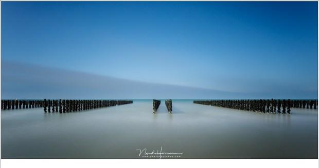 Palen in het water. Een lange sluitertijd foto in al zijn eenvoud (TS-E24L II | ISO200 | f/8 | 60sec | Haida 15stop grijsfilter met Lee Landscape polariser)