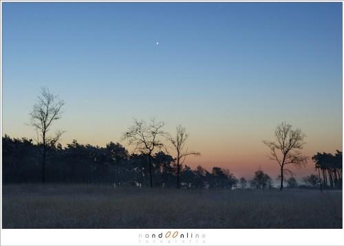 Mercurius en Venus in de schemering. Venus valt op, maar Mercurius is bijna niet te zien.