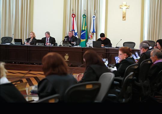 TJ do Pará determina que governo Jatene pague piso salarial nacional aos professores