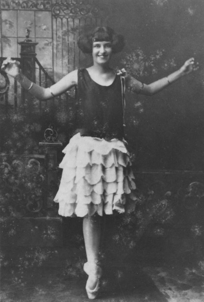 Gwen Caine of Bowen ca 1925
