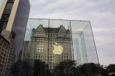 Live from 5th Ave Apple Store unveiling - Image 17 of 47